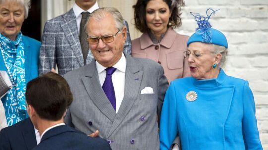 Prins Henrik var stadig lidt solbrun, da han få dage efter sin tur til Tenerife tog med til prins Felix' konfirmation.