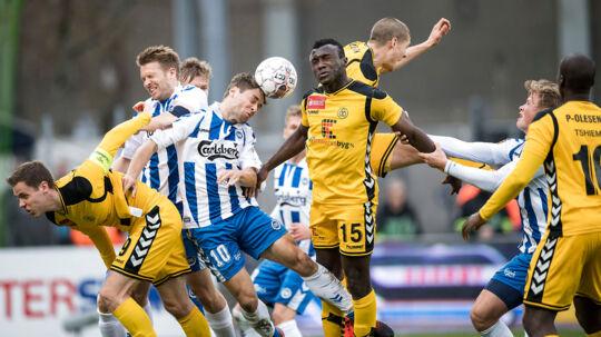 28-04-2017-ALKA Superliga OB - Horsens. Rasmus Festersen (Odense 10) med hovedet. (Foto: Claus Fisker/Scanpix 2017)
