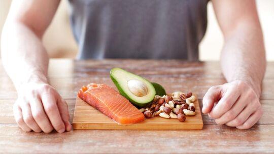 Kost-trenden palæo også kaldet stenalderkost er blevet gevaldigt populær de senere år. En af hovedreglerne ved kosten er, at man undgår korn og kornlignende frø samy stivelsesholdige grøntsager som for eksempel kartofler. I stedet spiser man rigelige mængder fisk, kød, nødder og bær.