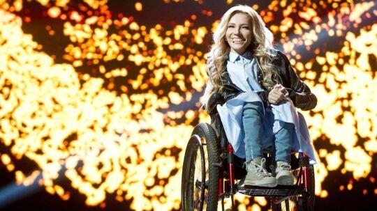 27-årige russiske Julia Samoylova er blevet centrum i en storpolitisk konflikt, der foreløbig er endt med, at hun ikke må optræde ved årest europæiske Melodi Grand Prix i Ukraine.