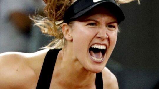 Eugenie Bouchard slog Maria Sharapova ud i Madrid.