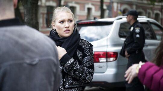 Anja Nissen i Ukraine for at repræsentere Danmark i Eurovision. Tirsdag viste hun den danske presse rundt i Kievs gader, da hun pludselig kom rendte ind i en bombetrussel.