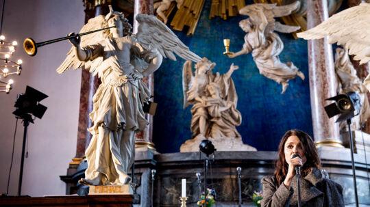 """Kira Skov, sangerinde har sammen med jazzsaxofonisten Maria Faust indspillet albummet """"In The Beginning"""" i en forladt kirke i Estland. Onsdag d. 10. maj spillede de deres nye album live i Vor Frelser Kirke på Christianshavn."""
