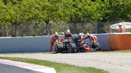 Kevin Magnussen, der her ses ved formiddagens træning, undrede sig over, hvordan bilen opførte sig i eftermiddagens træning.