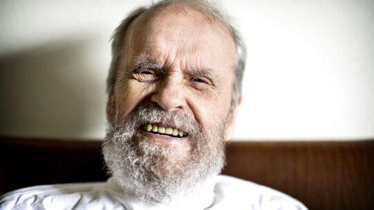 Johannes Møllehave er blevet 80 år og er flyttet ind på plejehjemmet Ingeborggaarden. Men er glad for sit nye liv.