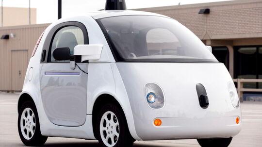 Googles bud på en førerløs bil. Denne prototype præsenterede firmaet i 2015.