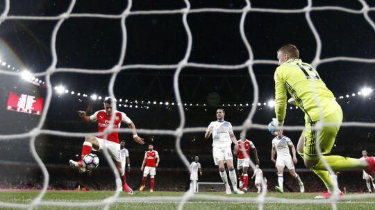 Alexis Sanchez scorer her for Arsenal i sejren over forlængst nedrykningsdømte Sunderland.