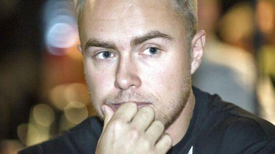 Peter Falktoft bakker sin ven Mathias 'Zanka' Jørgensen.