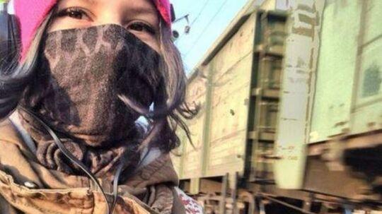 Den russiske teenager Rina Palenkova begik selvmord kort efter, hun postede dette billede på det sociale medie VK. Det frygtes, at hun tog sit eget liv på grund af 'Blue Whale'-challenge.
