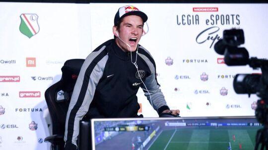 August 'Agge' Rosenmeier spiller til hverdag for den franske klub Paris Saint-Germain i spillet FIFA.