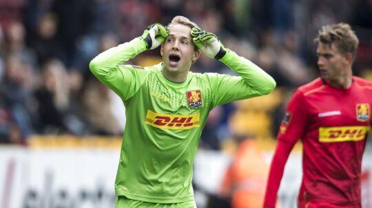 FCN-målmand Patrik Carlgren kan næsten ikke tro det, men dommerne har her anerkendt FCMs mål til 3-0 i udesejren på 3-2 over FCN.