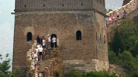 """Det dansk arrangerede The Great Wall Marathon på den kinesiske mur - eller """"5.164 steps into history"""" - blev lørdag løbet for 18. gang. Foto: Scanpix"""