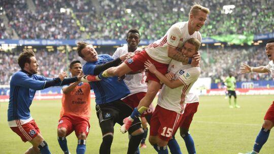 Luca Waldschmnidt (øverst) reddede en ny sæson for Hamburger SV i Bundesligaen med sit mål to minutter før tid.