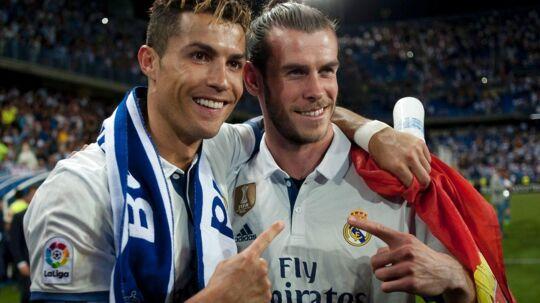 For første gang i fem år vandt Real Madrid det spanske mesterskab, men Cristiano Ronaldo (tv.) var på trods af det sur på medierne. Her ses han med sin walisiske holdkammerat Gareth Bale.