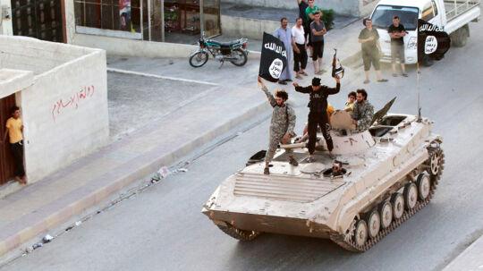 En soldat fra Islamisk Stat er blevet skudt og dræbt med en finskytteriffel på hele 2,4 kilometers afstand.