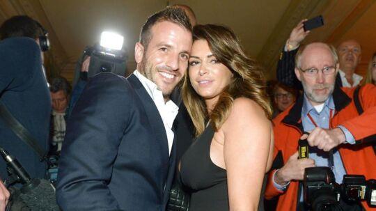 Rafael van der Vaart poserer med sin eks-kæreste Sabia Boulahrouz dengang alt fortsat var rosenrødt.