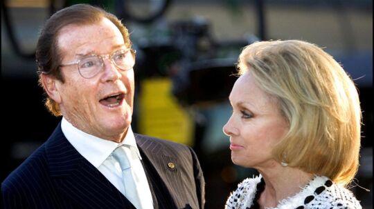 Roger Moore, kendt fra James Bond-filmene, døde tirsdag af kræft i en alder af 89 år, meddeler familien. Once upon a time. HCA fødselsdagsshow i Parken. Skuespiller Roger Moore og Lady Cristina Kiki.