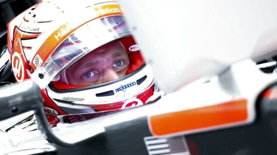 Det kan blive svært for Kevin Magnussen at holde fokus på Formel 1-karrieren på banen, med den forstyrrende retssag, anlagt af eksmanager Dorte Riis Madsen, der venter.