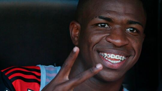 epa05962294 Flamengo's forward Vinicius Jr., sought by Real Madrid, smiles from the bench during the opening match of the 2017 Brazilian Soccer Championship between Flamengo and Atletico Mineiro at Maracana Stadium in Rio de Janeiro, Brazil, 13 May 2017. The forward Vinicius Jr., a promise of Brazilian soccer for which Real Madrid supposedly offered 45 million euros, was promoted this week to the professional team of Flamengo for the Brazilian Championship. EPA/MARCELO SAYAO