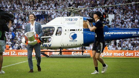 Thomas Delaney havde noget vigtigt med i helikopteren, da han ankom til guldfesten mod Sønderjyske.