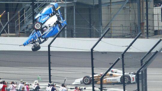 Scott Dixon tager en flyvetur.