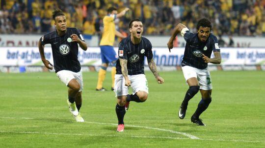 Wolfsburg-spillerne jubler over, at klubben har sikret sig endnu en sæson i Bundesligaen.