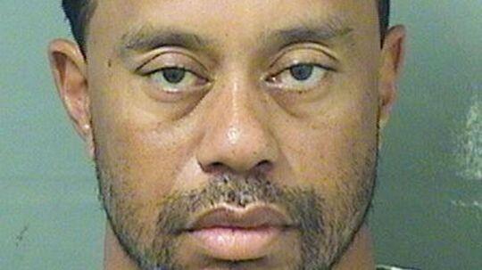 Den legendariske golfspiller Tiger Woods blev mandag anholdt, efter at han var blevet fundet sovende i sin bil.