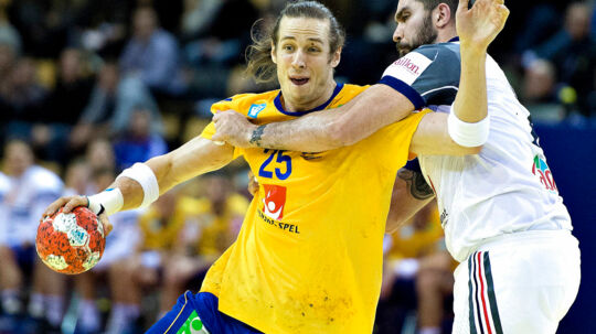 Kim Ekdal du Rietz, Sweden and Igor Anic, France, (R) in the Main Round, Group 2 match between France and Sweden during the Mens Handball European Championship in Aarhus, Denmark , 22. January 2014 .