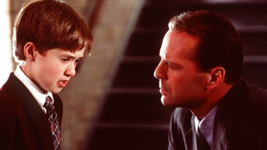 Haley Joel Osment - til venstre - ses her i 'The Sixth Sense', som han blev nomineret til en Oscar for sin rolle.