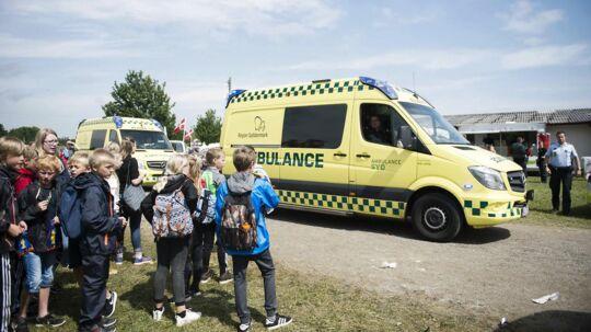 Flere ambulancer ankom til stedet, da en løbsk kvie fredag middag sårede fire børn på Det fynske Dyrskue.