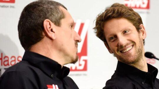 Hverken Guenther Steiner (tv.) eller Romain Grosjean er tilfredse med Carlos Sainz jr.