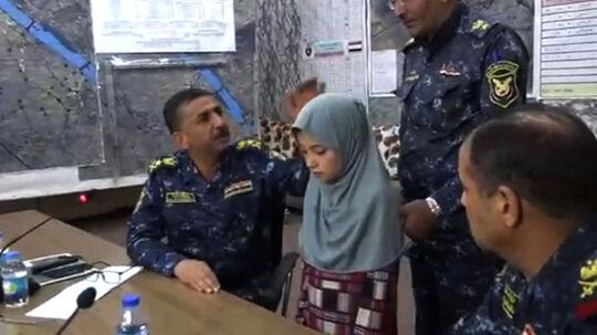 En 11-årig yazidi-pige, som angiveligt blev bortført og solgt som slave af Islamisk Stat. Hun blev befriet af Iraks hær i sidste måned. Scanpix/Handout