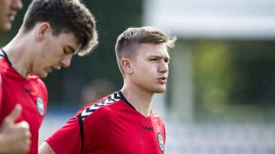 Mikkel Duelund (th) er blandt de nye, der får chancen fra start mod Tyskland ved EM for U21-landshold.