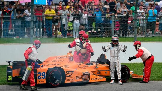 INDIANAPOLIS, IN - MAY 28: Fernando Alonso of Spain, driver of the #29 McLaren-Honda-Andretti Honda, exits his car after his engine expired during the 101st Indianapolis 500 at Indianapolis Motorspeedway on May 28, 2017 in Indianapolis, Indiana. Jared C. Tilton/Getty Images/AFP == FOR NEWSPAPERS, INTERNET, TELCOS & TELEVISION USE ONLY ==