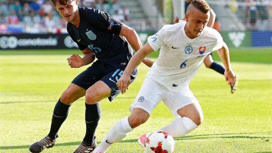 FC Nordsjællands Stanislav Lobotka (th) er stjernen på Slovakiets U21-landshold.