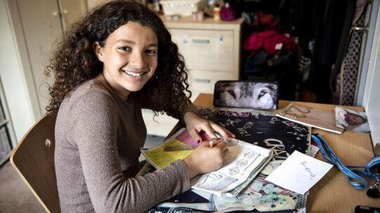27-årige Nabila Saidi og datteren, 11-årige Malak, er blevet udvist efter 12 år i Danmark.De har i alle år boet på asylcenter Kongelunden. Men Malak må ikke komme ind i Marokko, hvor de er udvist til, da hun er født i Danmark.