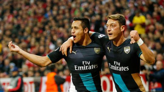 Alexis Sanchez og Mesut Özil er et par dyre drenge.