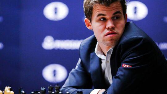 Magnus Carlsen var langt fra tilfreds med et spørgsmål, som han fik efter at have vundet en turnering i Paris.