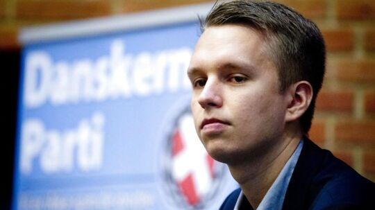 Partiformand i Danskernes Parti, Daniel Carlsen, trækker sig af personlige årsager og partiet nedlægges.