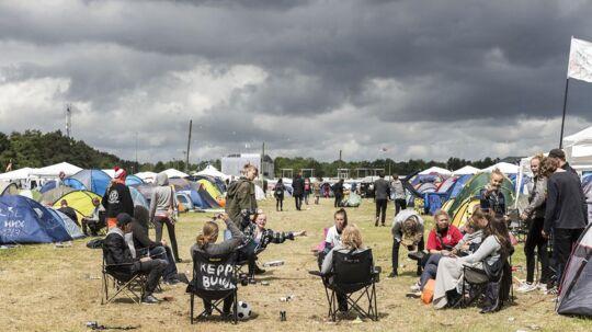 Roskilde Festival 2017 Stemning på teltpladsen med mørke skyer i horisonten 26. juni 2017