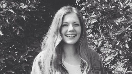 Simone Schrøder på 19 år efterlyser sin kørestol, nogen har stålet på Roskilde Festival.