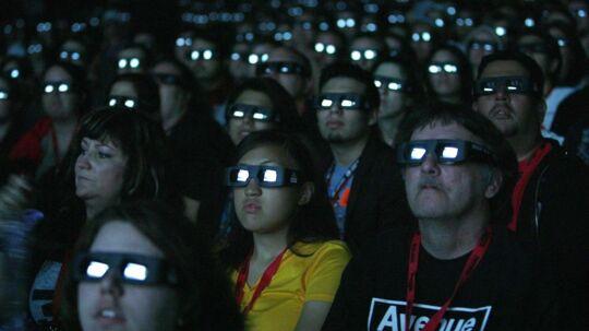 Er du også træt af at have 3d-briller på i biografen? Så skal du glæde dig til den næste Avatar-film. Her håber filmmager James Cameron, at man slet ikke behøver dem.