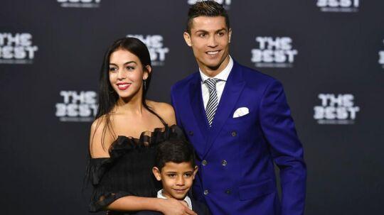 Det er nu officielt, at Cristiano Ronaldos familie bliver forøget med et sæt tvillinger.