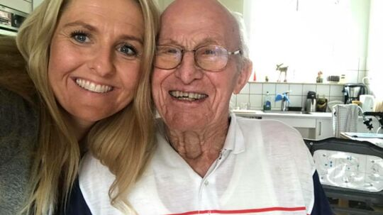 Mille Løkken Schoor og 94-årige Svend Åge mødte hinanden på det lokale pizzeria i Ballerup. Nu er de gode venner.