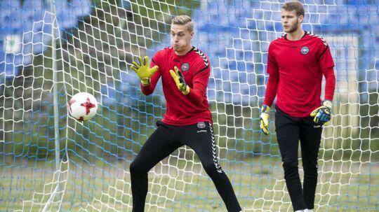 Thomas Hagelskjær (th.) har netop været til U21 EM i Polen, hvor han var reservemålmand for Jeppe Højbjerg (tv.).