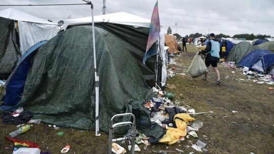 En 19-årig dreng er blevet indlagt på hospitalet, efter han har fået konstateret meningokok-sygdom - også kendt som smitsom meningitis. På billedet ses det telt, som han boede i, ind til han blev hasteindlagt.
