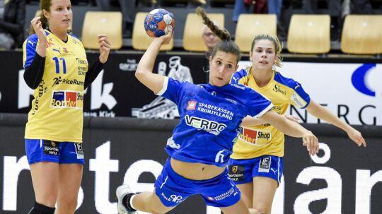 Nykøbing Falster Håndbold (gule trøjer) får en hård debut i Champions League