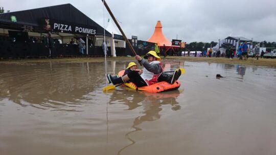 Nogle hader regn og mudder, når de er på festival. Andre tager det meget direkte til sig.