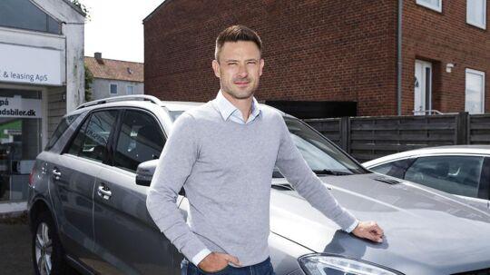 René Simon har rettens ord for, at Skat ikke måtte beslaglægge hans bil og kræve registreringsafgift, men Skat insisterer på, at han skal betale en afgift på 161.221 kroner for bilen.