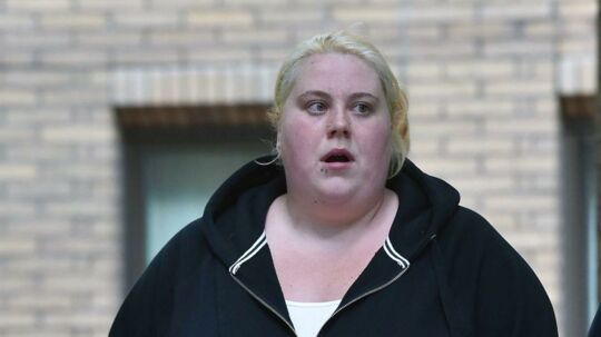 Jemma Beale på vej til retten.